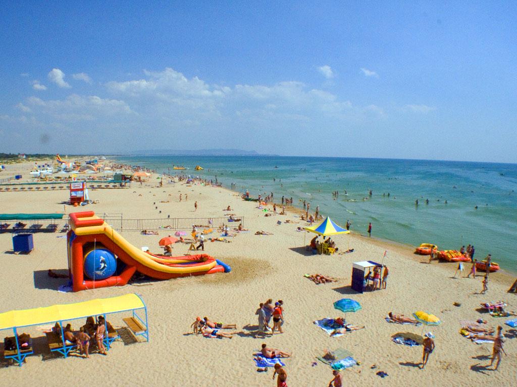 Пляж в поселке Витязево