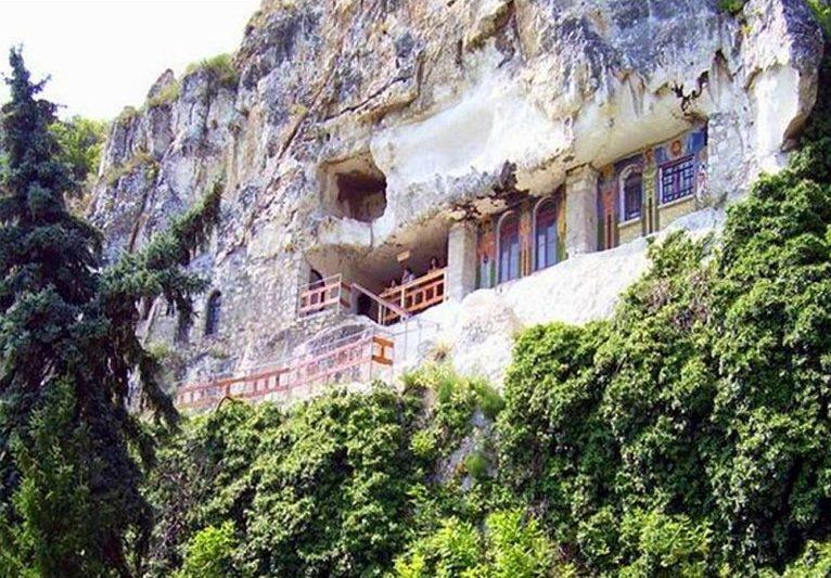 Уникальный скальный монастырь Аладжа